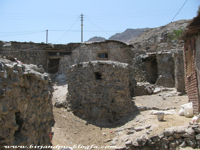 روستای پلکانی رزگ در جنوب بیرجند