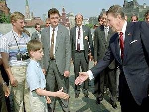 عکس ولادیمیر پوتین در حال جاسوسی از ریگان