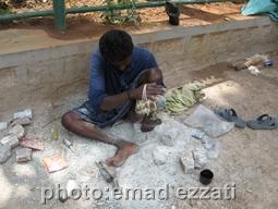 کارگر سنگ تراش هندی نزدیک معبد
