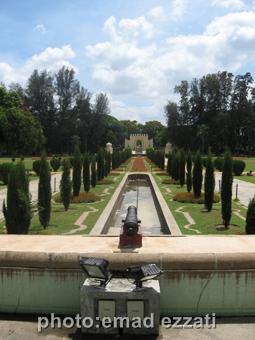 دروازه ورودی کاخ تابستانی از بهار خواب کاخ
