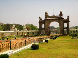 دروازه اصلی کاخ میسور