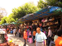 فروشگاههای نزدیک دروازه جنوبی قصر میسور