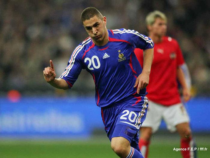 http://s2.picofile.com/file/7130415050/football05_farbehar.jpg