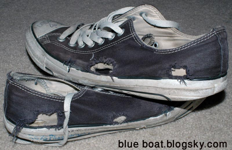 http://s2.picofile.com/file/7130602040/Emo_Shoes.jpg