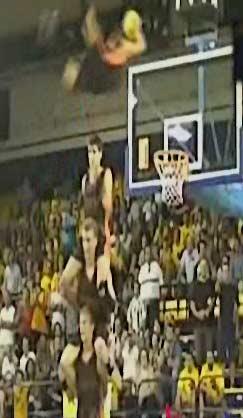 حرکات نمایشی بسیار جالب بسکتبال دانلود کلی÷
