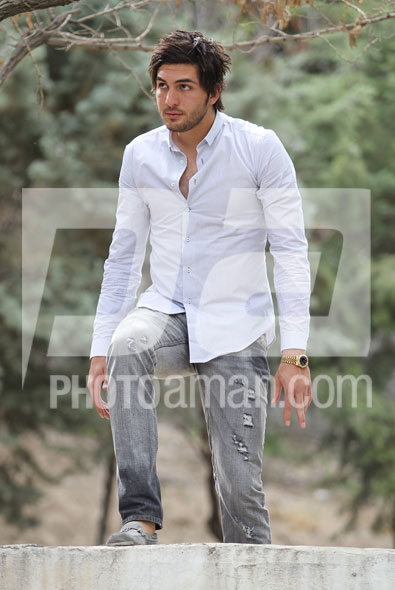 http://s2.picofile.com/file/7133541826/Alireza_Haghighi01.jpg