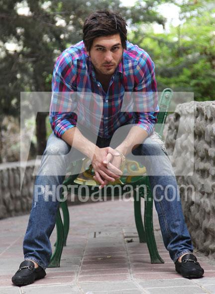 http://s2.picofile.com/file/7133542147/Alireza_Haghighi04.jpg