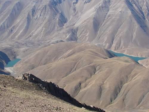 درياچه هاي تار و هوير از فراز قله دوبرار (عكس از احمد قاسمپور)