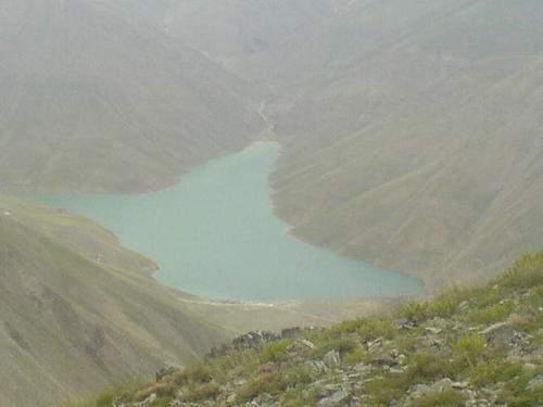 درياچه تار از فراز قله زرين كوه (عكس از عليرضا بشارتي)