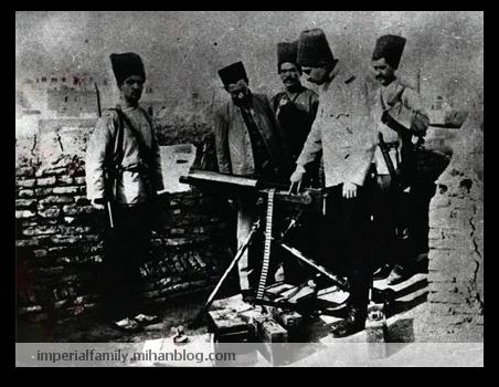 عکس نیروی های نظامی بریگاد قزاق، رضا قلدر پهلوی در حال آموزش دادن به دیگران