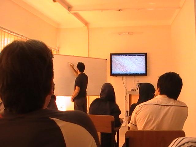 http://s2.picofile.com/file/7144267090/Naghshe_class.jpg