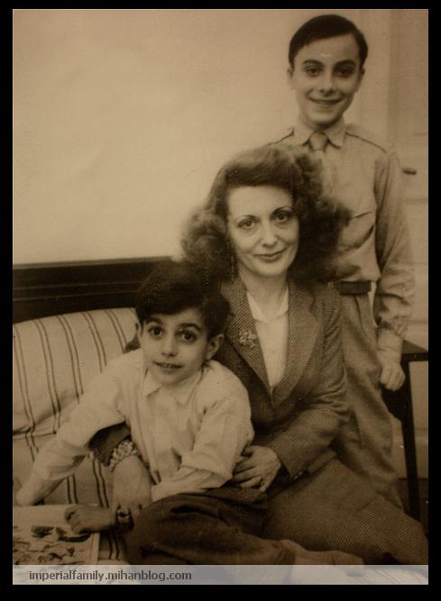 عکس شاهزاده پاتریک پهلوی بهمراه مادر و برادر