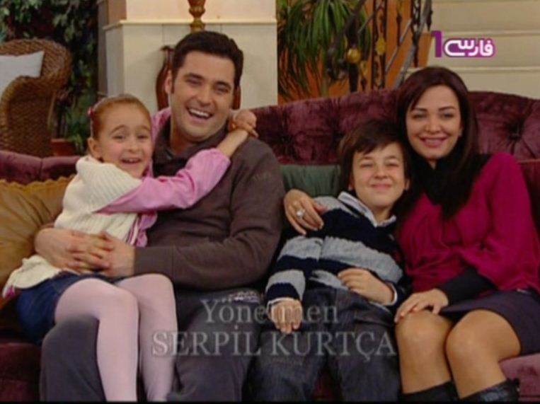 http://s2.picofile.com/file/7150810963/Nana_Hakan_Emreh_Yamour.jpg