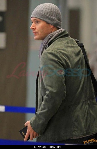 http://s2.picofile.com/file/7156843331/Jensen_At_The_Airport_jensen_ackles_25950518_427_640.jpg