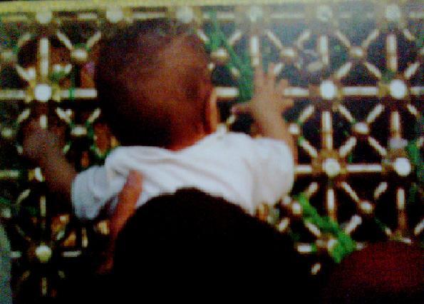 کودک و پنجره فولاد
