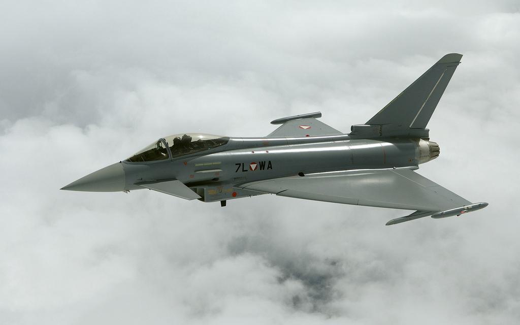 http://s2.picofile.com/file/7163393224/Eurofighter_Typhoon_AUT.jpg
