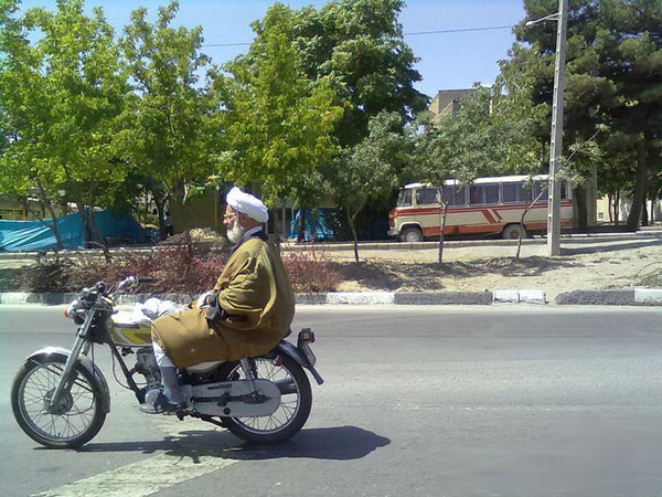 http://s2.picofile.com/file/7168765913/khandedar_irani02.jpg