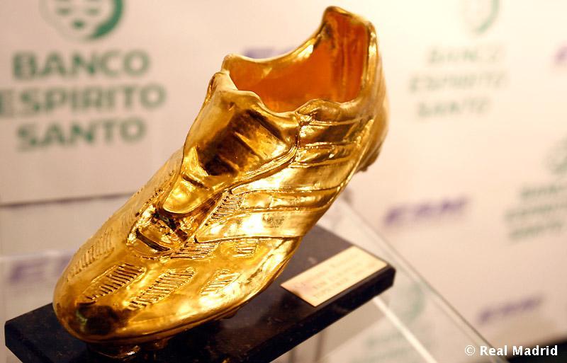 http://s2.picofile.com/file/7174962896/Cristiano_Ronaldo_2_.jpg