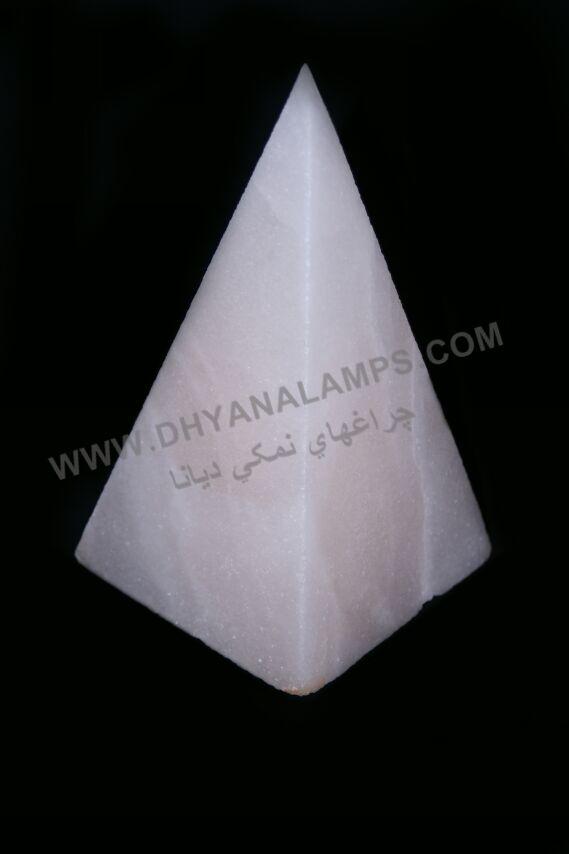 چراغ سنگ نمک هرمی شکل
