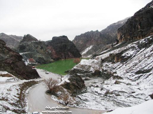 بند دره بیرجند در یک روز برفی