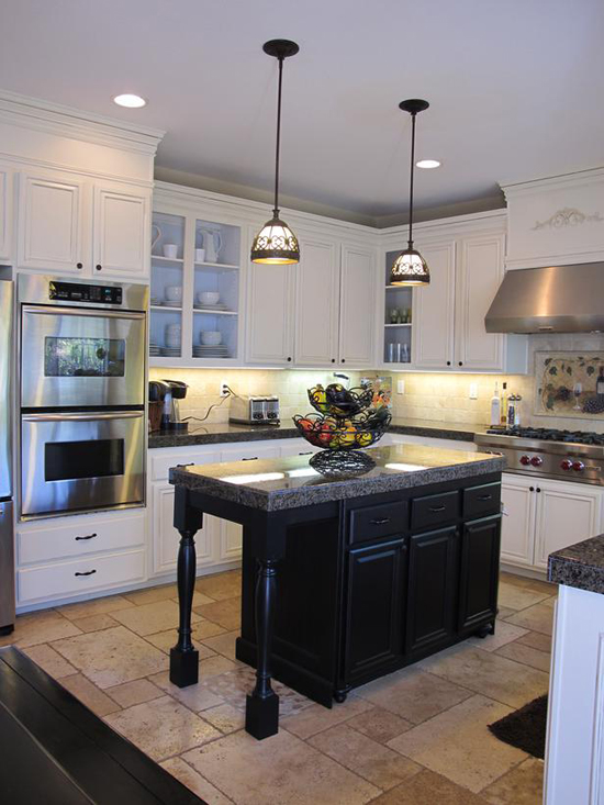 http://s2.picofile.com/file/7336901498/RMS_my_uncommon_slice_of_suburbia_white_black_kitchen_cabinets_s3x4_lg.jpg