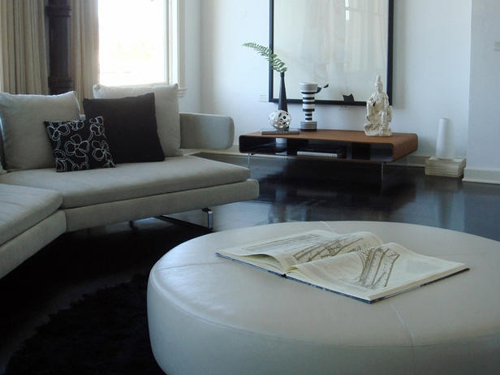 http://s2.picofile.com/file/7340236127/DP_valencich_white_living_room_s4x3_lg.jpg