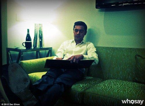 2 خبر -عکسهای شخصی جدید -عکسهای زک افرون در برنامه جی لنو