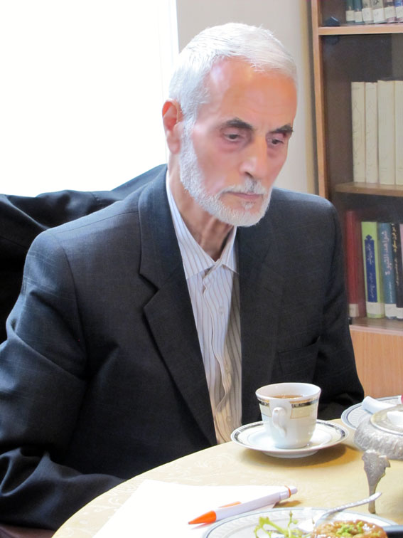 حاج محمدحسن عبدیزدانی در جلسه ستادبشردوستانه منطقه 7 کمیسیون در امدادرسانی به مناطق زلزله زده در روزنامه مهد آزادی
