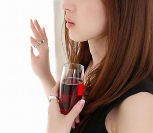http://s2.picofile.com/file/7633478595/asian_girl_with_glass_of_wine.jpg