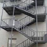 طراحی و ساخت پله فلزی ، پله فرار ، پله اضطراری