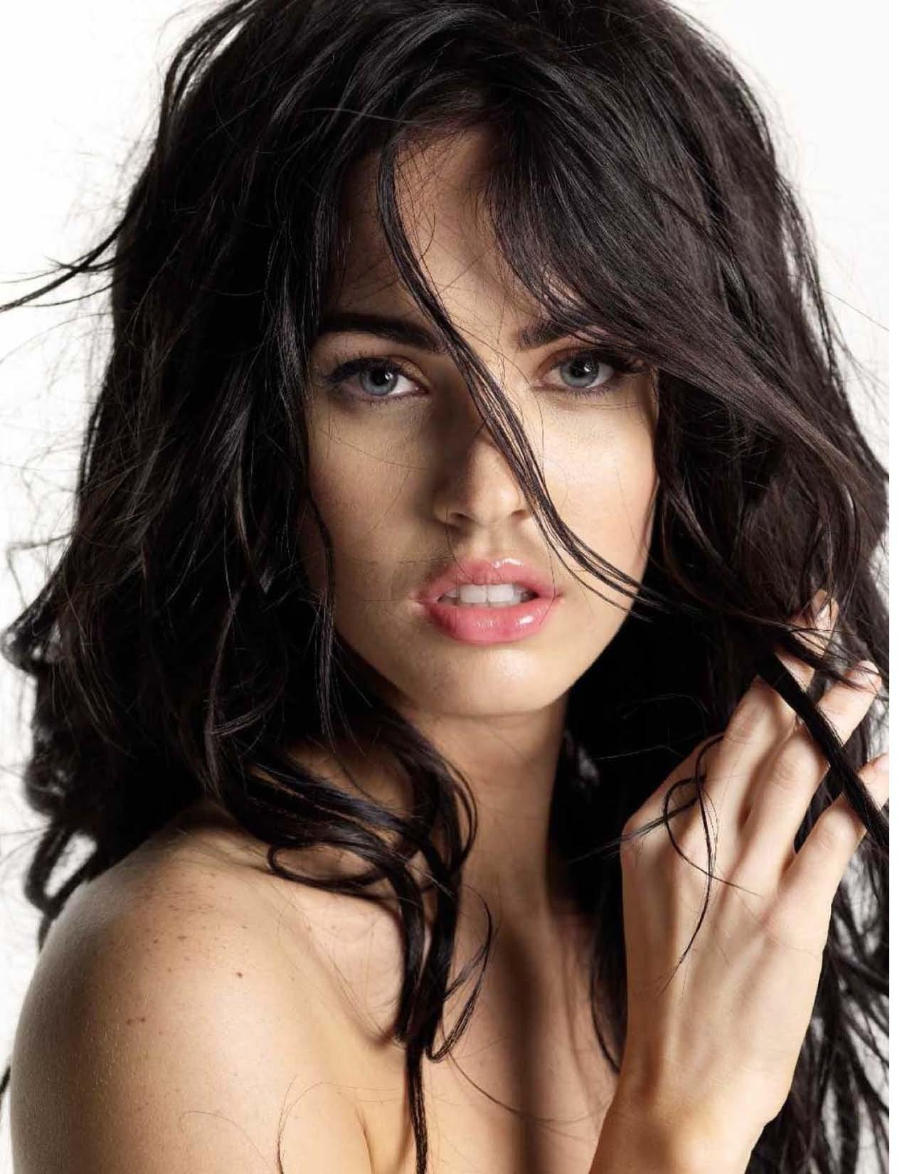 http://s2.picofile.com/file/7714030000/megan_fox_is_hot_3.jpg