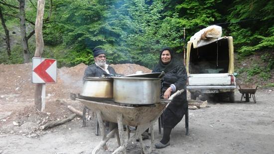 ناهارخوران گرگان- پیرمرد و پیرزن آش فروش
