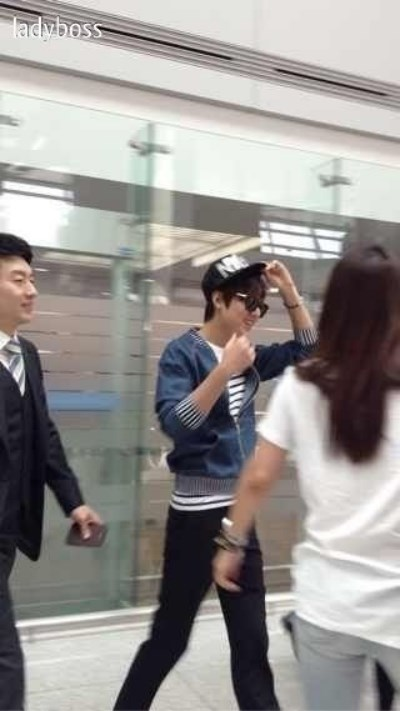 عکس های لی مین هو در فرودگاه