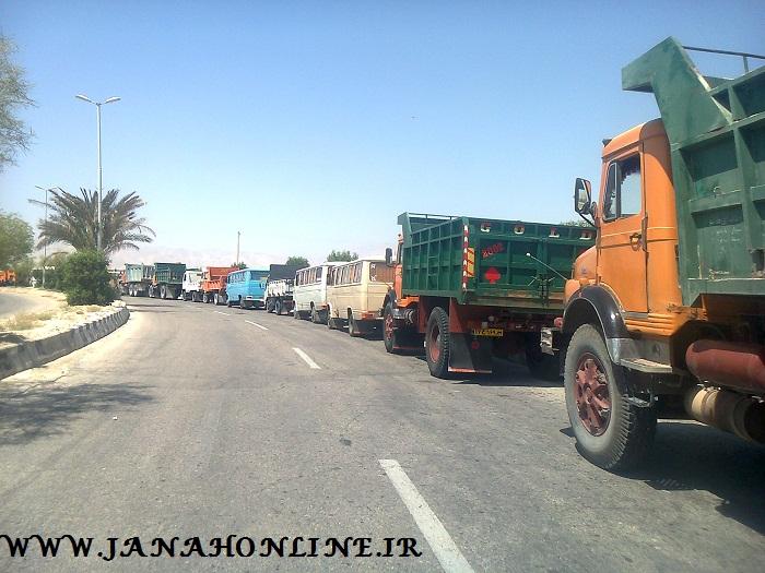 تصاویری از صف طویل کامیونها در جایگاه سوخت جناح