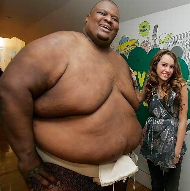 испугал огромным толстым