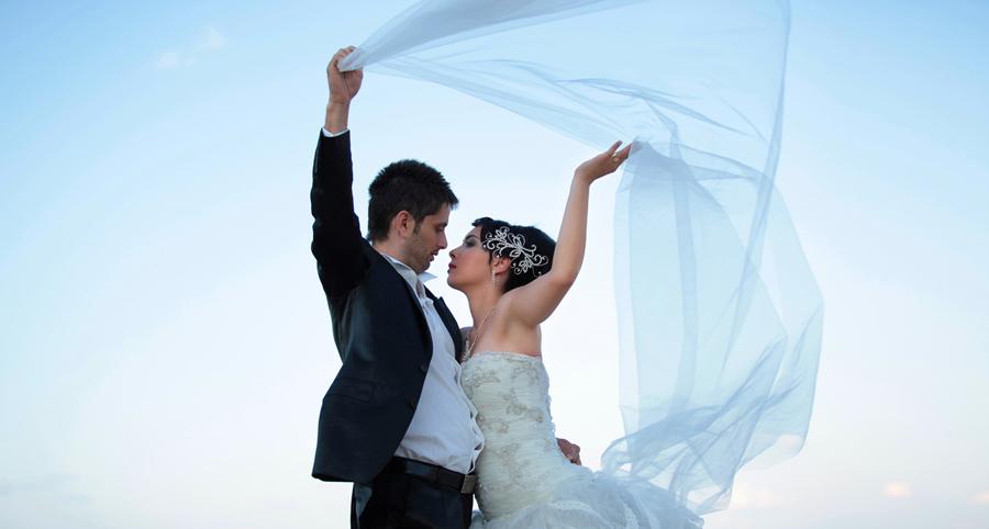 مدل ژست عکس اسپرت عروس و داماد