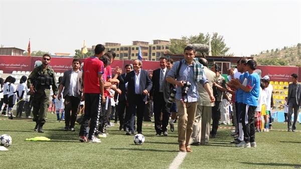 ورزشگاه فوتبال فدراسیون افغانستان، ورزشگاه غازی کابل، میشل پلاتینی، رئیس اتحادیه فوتبال اروپا