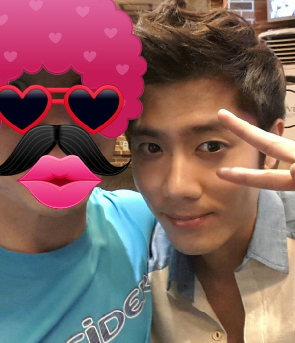 SS501 s Kim Kyu Jong at the grilled meats restaurant in Haeundae  SS501s Kim Kyu Jong at the grilled meats restaurant in Haeundae!
