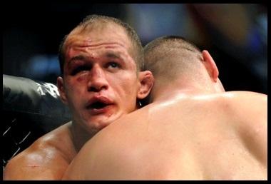 10.14.2013 : Cain Velasquez همیشه می دانست مبارزه ی سوم در راه است   نظر Junior Dos Santos درباره Cain Velasquez
