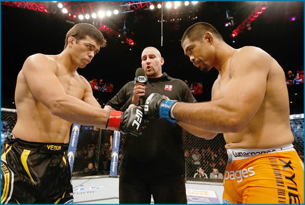 دانلود عکس های UFC Fight Night30: Machida vs Munoz