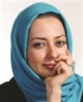 عکس لباس نفیسه روشن با الهام از برج آزادی در جشن حافظ 95