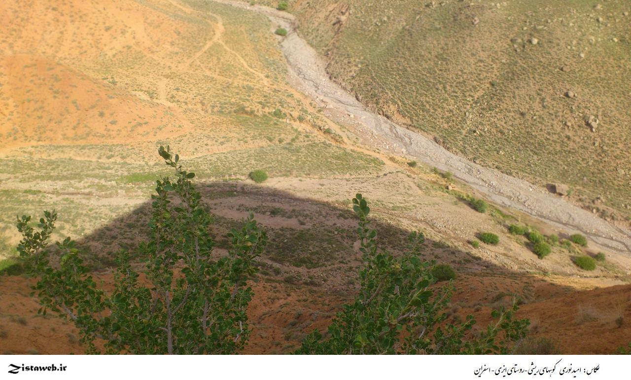 عکسی زیبا از کوههای ریشی-روستای ایزی- اسفراین / عکاس آقای امید نوری