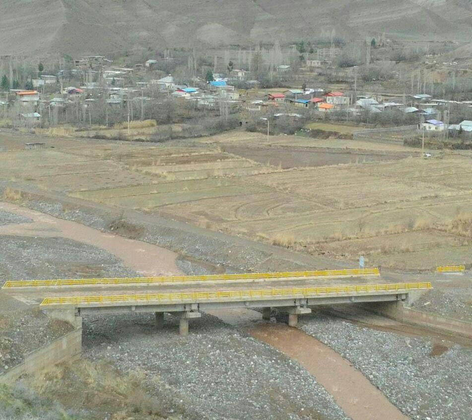 زمینهای كشاورزی حاشیه الموت رود روستای باغدشت- شمس الدین رجبی