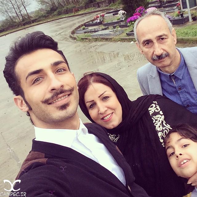 سلفی مهران ضیغمی با خانواده اش