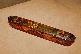 از ابزار مورد استفاده کدام هنر قلمدان است؟