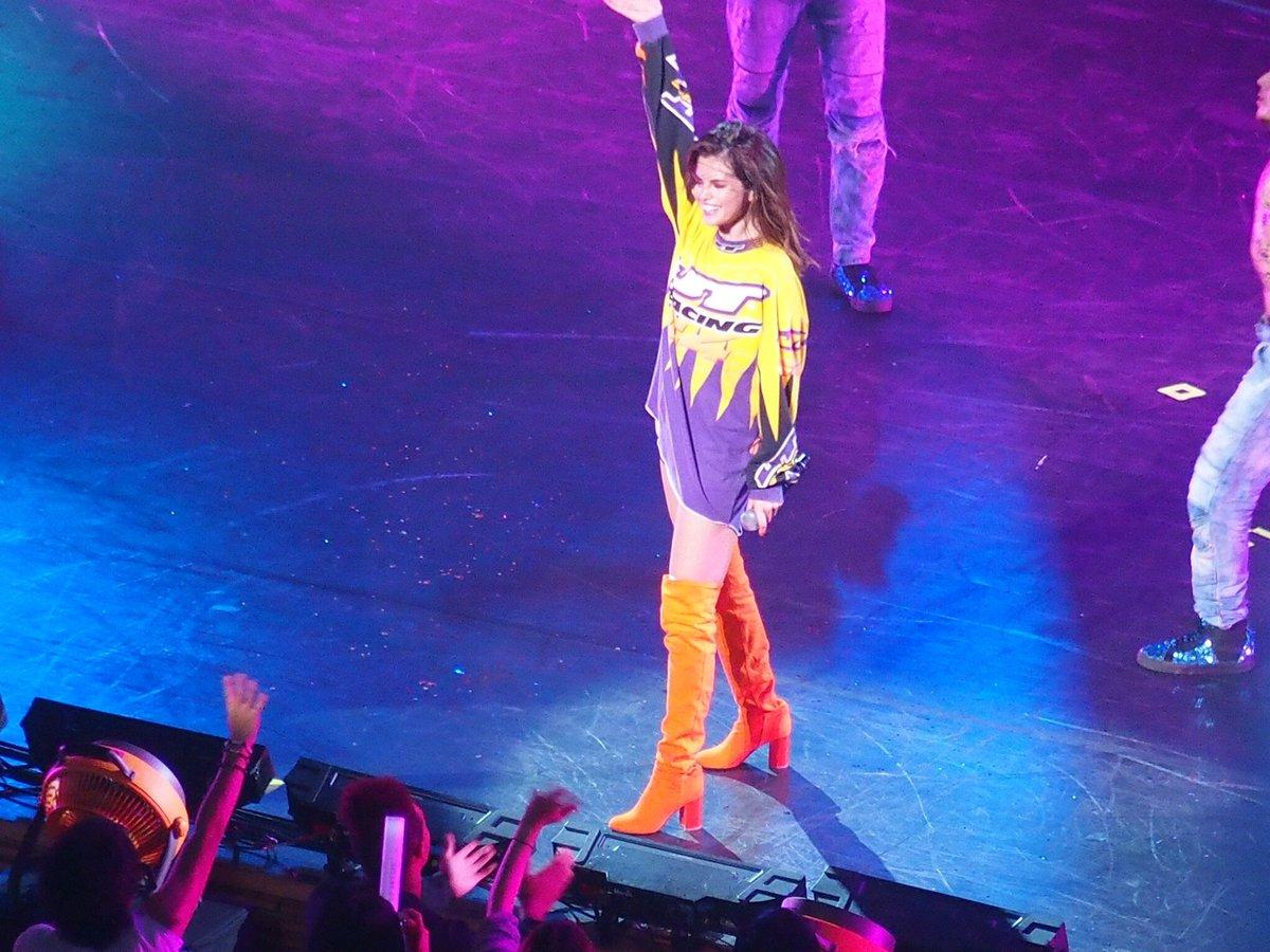 دانلود اجرای آهنگ I want you to know در توکیو