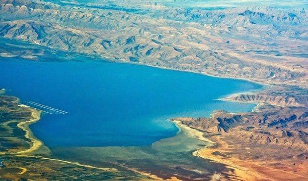 مرگ دریاچههای آب شور ایران/ کویر در کمین فارس