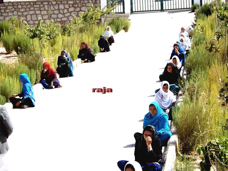 گزارش تصویری از آزمون استخدام معلمین ولسوالی خدیر در مرکز ولایت دایکندی