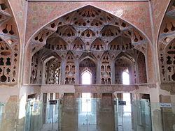 تئاتر تهران الهام از کدام بنای تاریخی ساخته شده است؟