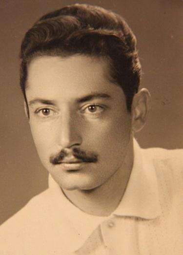 جوانی جمشید مشایخی در ۲۲ سالگی